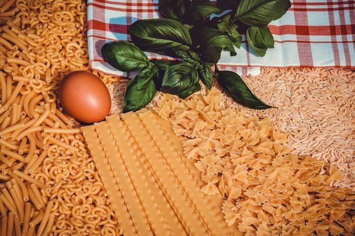 Makarone – kod nas su dugo sve testenine, izuzev špageta i fide (tanki rezanci za supu), proglašavane za makarone! Odlične su kad želite da zapečete testeninu.