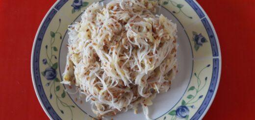 Pirinčani rezanci sa susamom i tikvicama