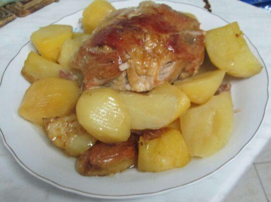 Špikovana svinjska plećka s krompirom