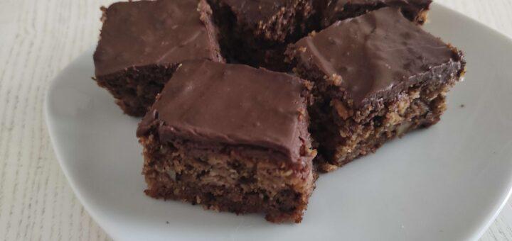 Bezglutenski kolač s dunjama i orasima