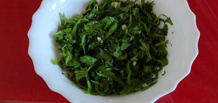 Salata s rukolom i belim lukom