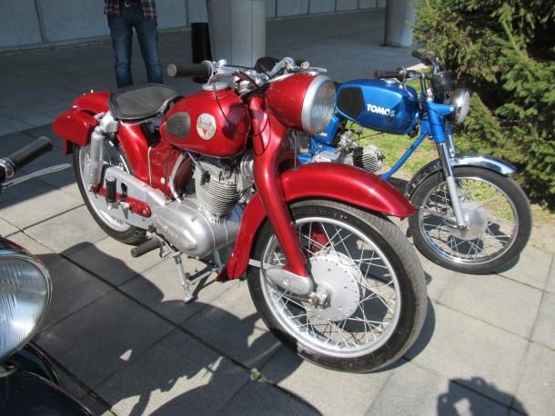 Motocikli sa revije oldtajmera