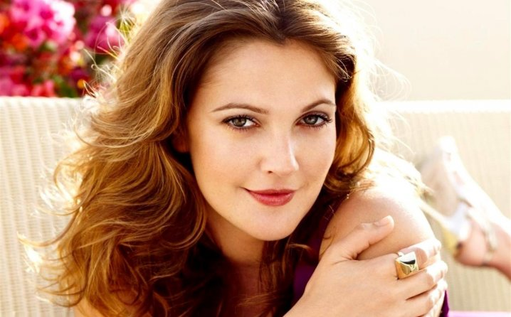562b8f2e-6638-4c10-8dde-11b50a0a0a64-hd-drew-barrymore-wallpaper1-718x446