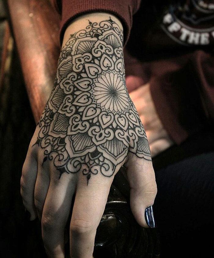 Mandala na ruci