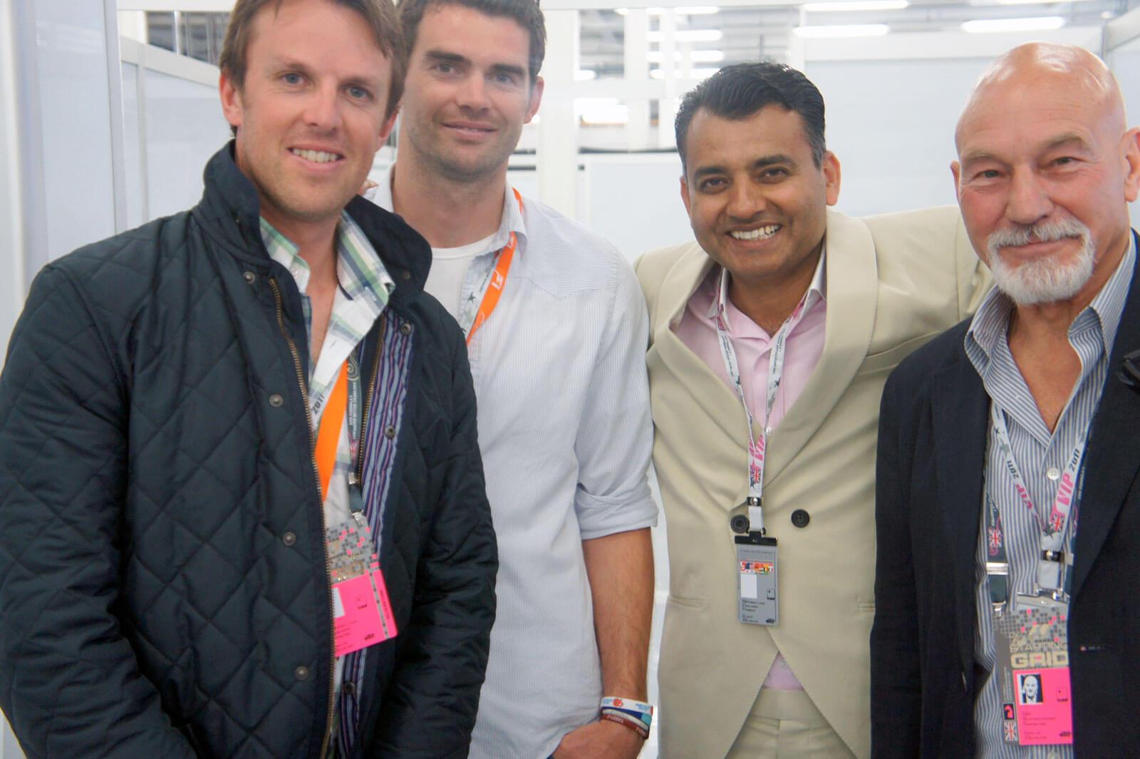 Njihova odela su ručno šivena (engleski reprezentativci u kriketu i glumac Patrik Stjuart)