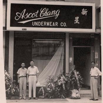 Prva radnja, 1953. godina, Hong Kong
