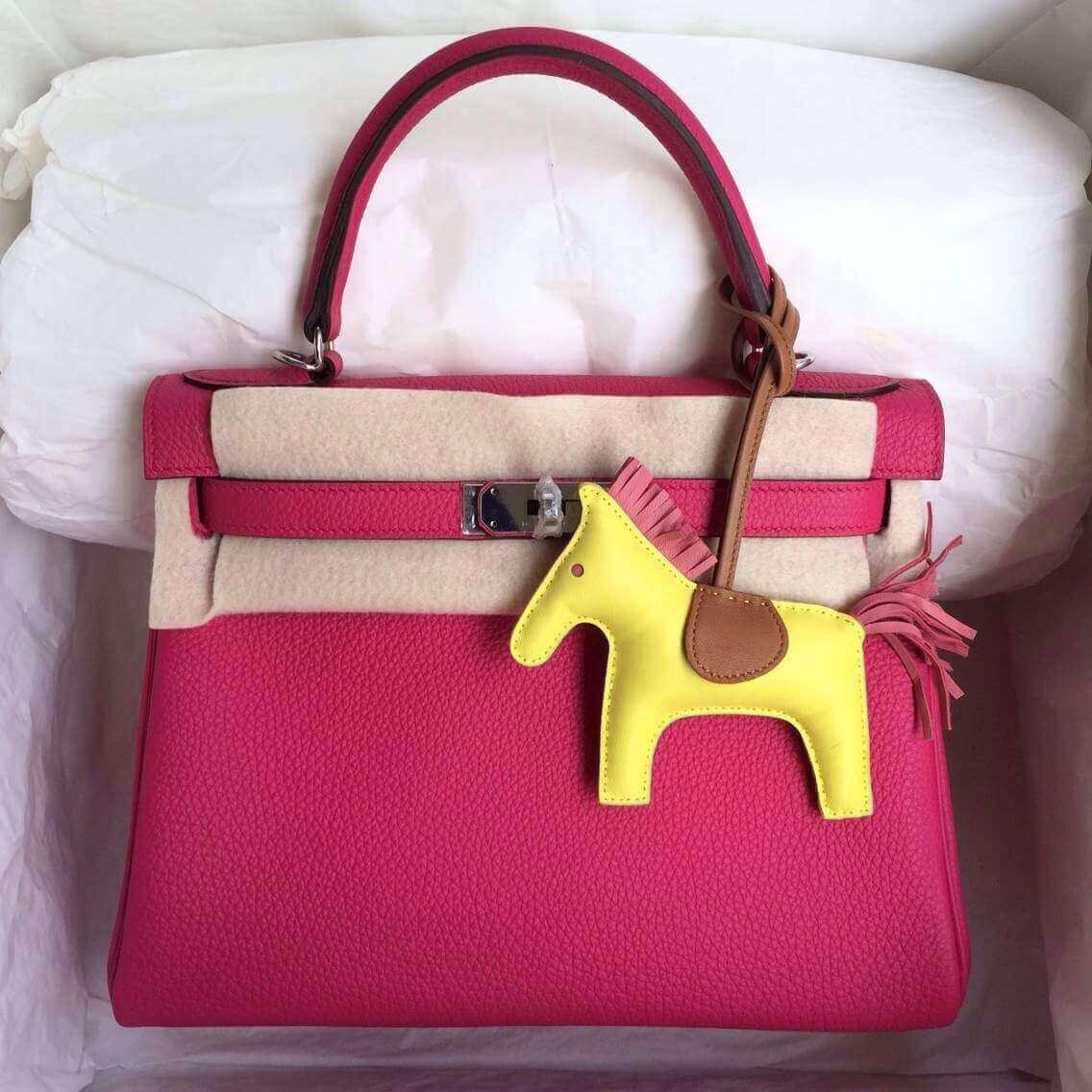 Konj na Kelly bag, podsetnik na praporeklo Hermès-ovih torbi