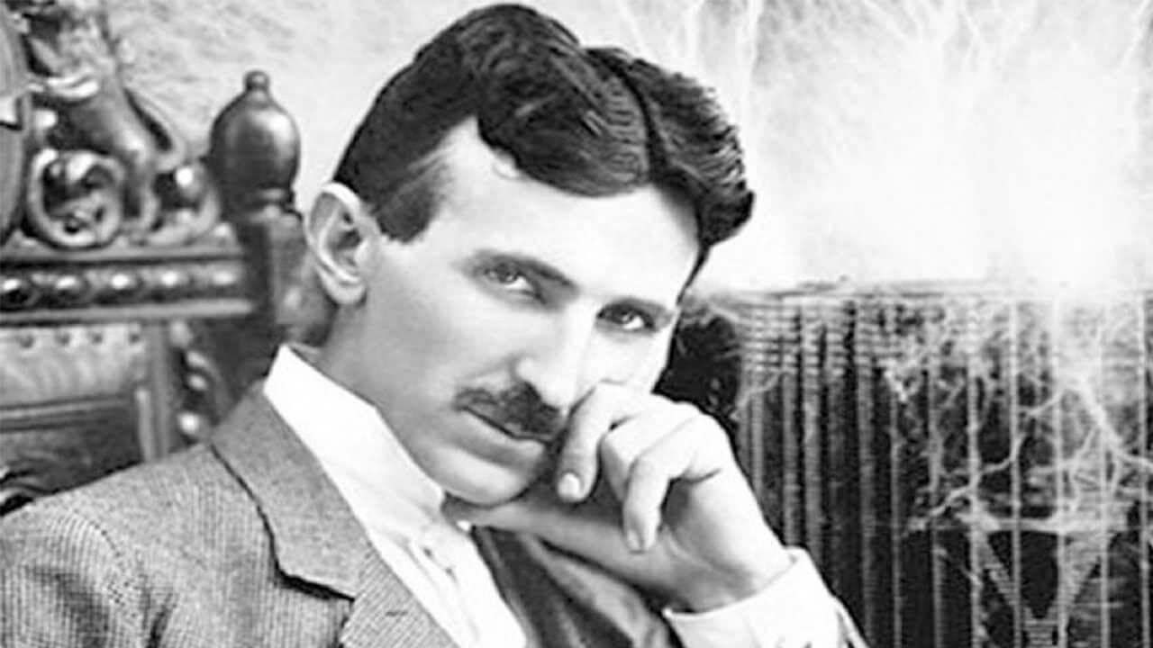 Nikola Tesla − rođen kao levoruk, ali je naučio da se jednako koristi i desnom rukom