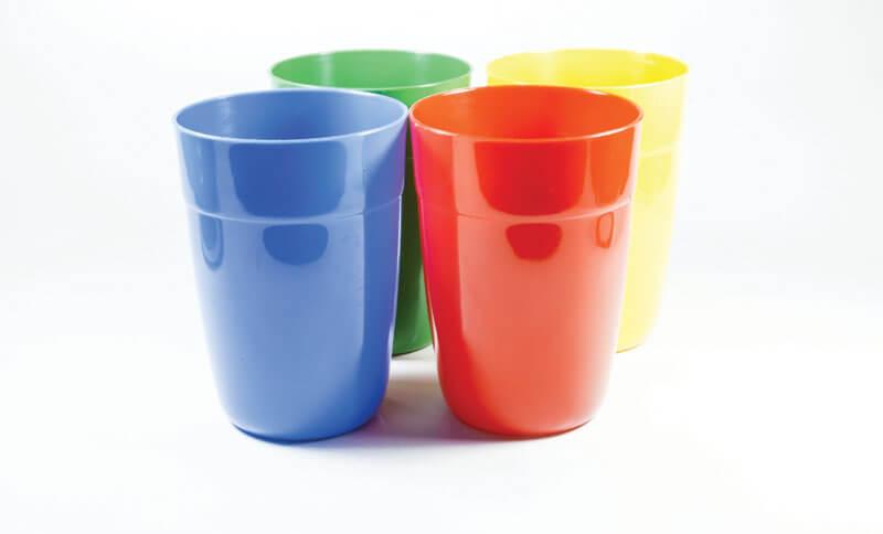 Čaše od tvrde plastike