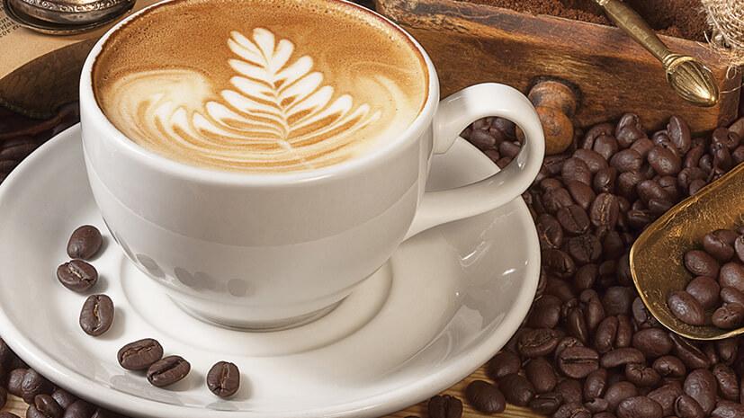Kapučino (cappuccino) – ista količina espresa i mlečne pene (prokuvano umućeno mleko)