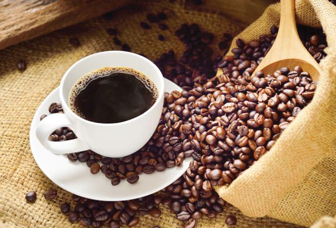 Za domaću kafu uobičajena je mera: na 50-75 g kafe potrebno je oko 55-85 ml provrele vode. Tradicionalno se služi uz kocku šećera ili ratluk i čašu vode