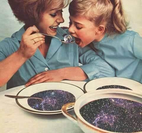 Mama Mesec zove dete na ručak