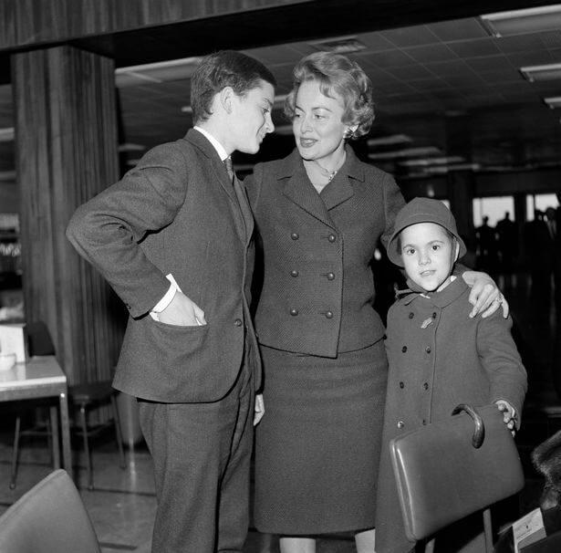 Sa sinom Bendžaminom i ćerkom Žizel