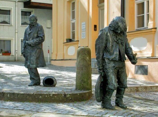 Jedan od brojnih spomenika Kasparu Hauzeru