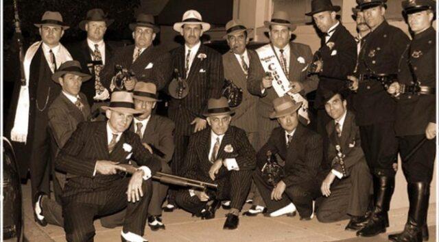 Dvadesetih i tridesetih godina u SAD su ih nosili i policajci i gangteri, ali su ovakvi šeširi prevashodno poznati kao - gangsta