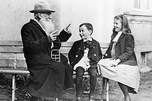 Tolstoj s unucima