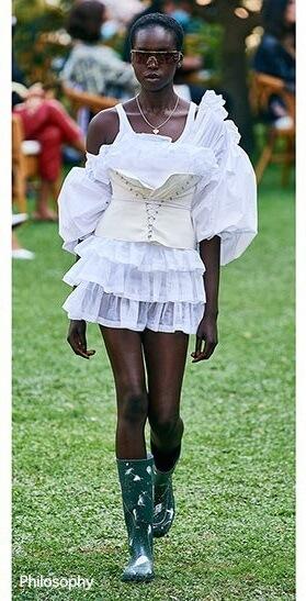 Mala je, bela i - haljina